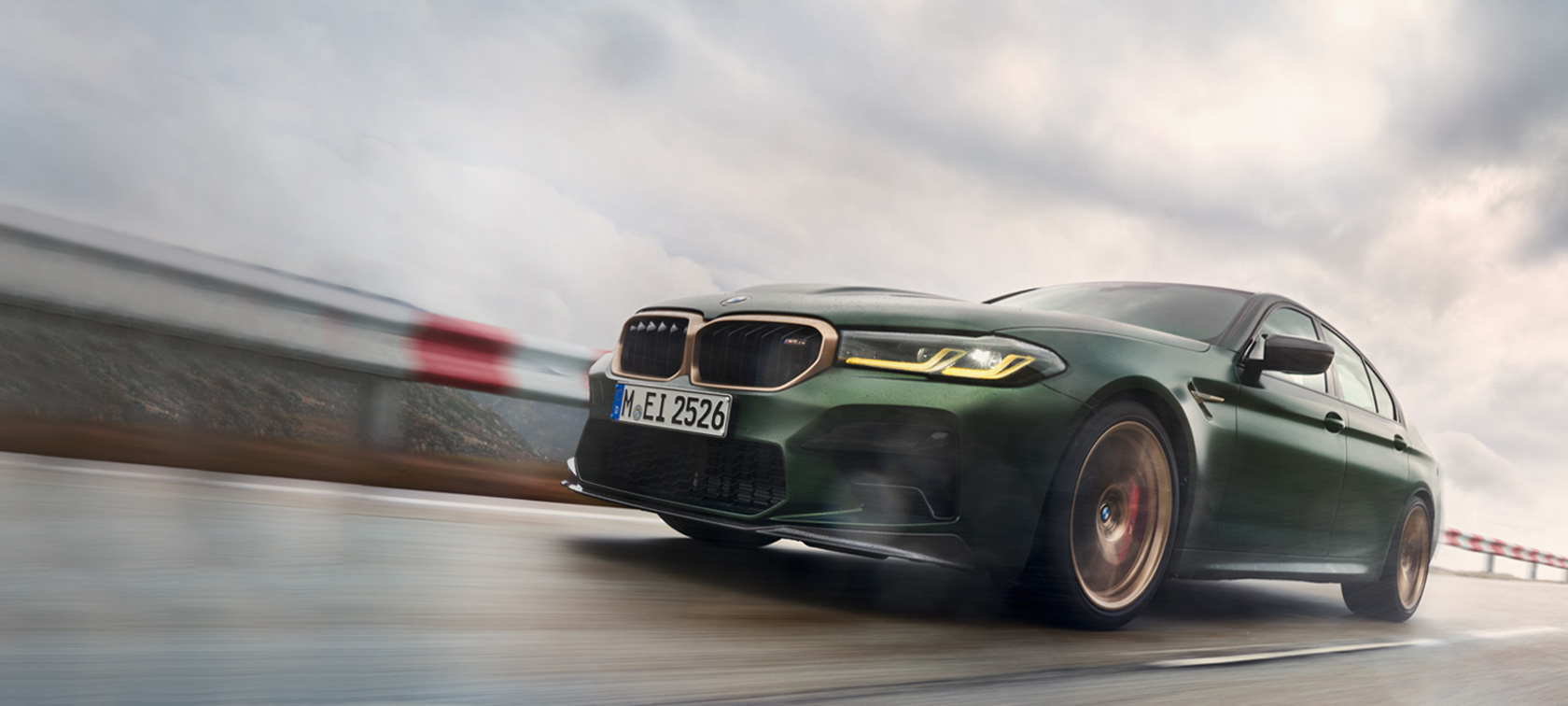 BMW M5 CS F90 2021 Frozen Deep Green metallic Dreiviertel-Frontansicht